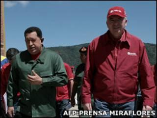 Hugo Chávez, presidente de Venezuela y Rafael Ramírez, presidente de PDVSA