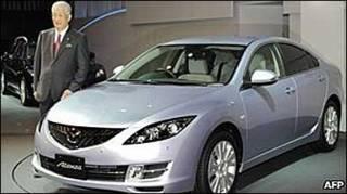"Президент ""Мазди"" біля авта марки Mazda6"