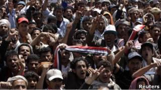 تظاهرات ضد الرئيس اليمني خارج جامعة صنعاء