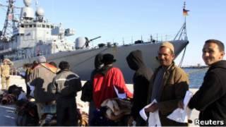 لاجؤون مصريون من ليبيا يستعدون للمغادرة