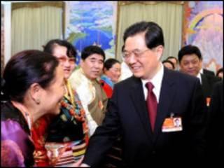 胡錦濤參加西藏代表團審議(新華社圖片)