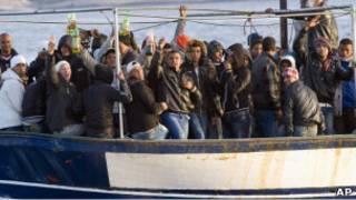 Мигранты на лодке