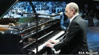 Владимир Путин на благотворительном концерте