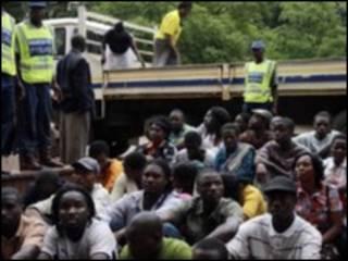 Polisi wakiwalinda waliotiwa mbaron, Harare