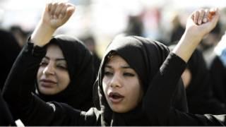 نساء بحرينيات يشاركن في المظاهرات