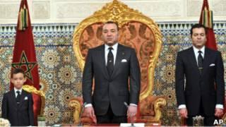 العاهل المغربي بين شقيقه وولي عهده