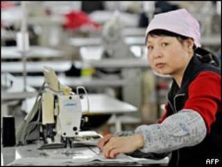 Công nhân may Trung Quốc ở nhà máy tại Bình Hồ, cách Thượng Hải 100km