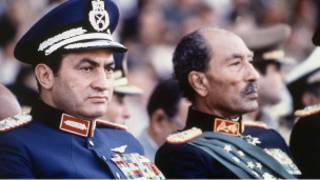 الرئيسان المصريان السابق والأسبق، قبل اغتيال السادات بلحظات
