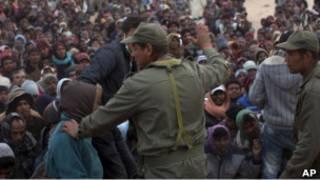 اشتباك بين قوات الأمن التونسية وعمال من بنغلاديش فارين من ليبيا