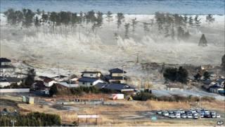Tsunami menerjang wilayah Jepang setelah gempa bumi dahsyat