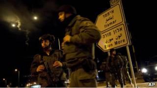 سربازان اسراییلی در یک پست بازرسی