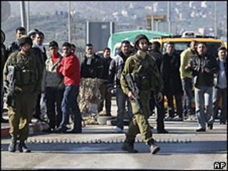 Bloqueio do Exército israelense perto do assentamento de Itamar (AP)