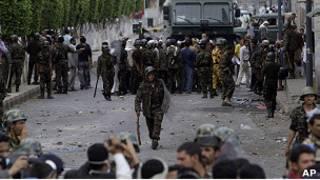 الاشتباكات بين الشرطة والقوات اليمنية