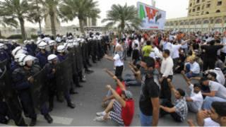 مواجهات بين متظاهرين وشرطة مكافحة الشغب في البحرين