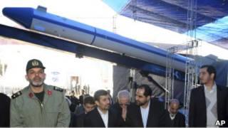 """احمدي نجاد في حفل تدشين الصاروخ """"كاوشكر"""""""
