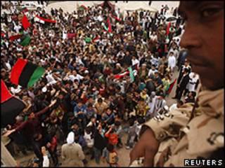 利比亞平民慶祝聯合國在利比亞設立禁飛區
