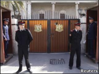 نیروهای امنیتی در برابر ساختمان وزارت کشور سوریه در دمشق