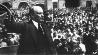 لنین در سال ۱۹۱۸ از یک توطئه ترور جان بدر برد، اما بسختی مجروح شد