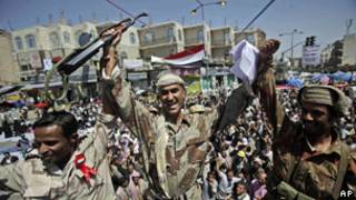 عسكريون يمنيون يلتحقون بالانتفاضة على نظام الرئيس علي عبد الله صالح
