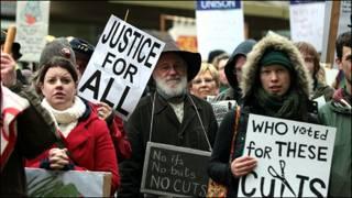 英國公共部門雇員抗議示威