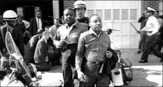 अमरीका में अफ़्रीकी मूल के लोगों के अधिकारों के कार्यकर्ता मार्टिन लूथर किंग