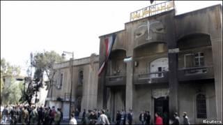 ساختمان های دولتی در درعا به آتش کشیده شده اند