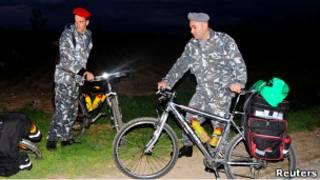 Ливанские полицейские на месте похищения туристов