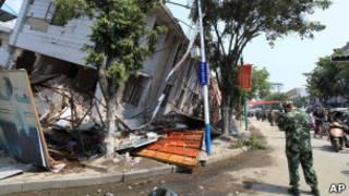 زلزال أقليم يونان القريب من الحدود مع بورما (10/03/11)