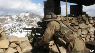 جندي باكستاني في المنطقة الحدودية