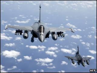 Phi cơ chiến đấu của Pháp tham gia không tập tại Libya