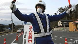 Policía a 30 km de Fukushima
