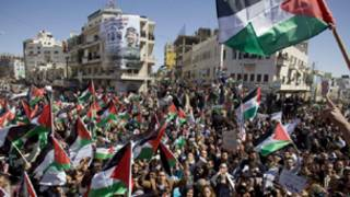 مسيرة في رام الله تطالب بالحوار بين الفصائل