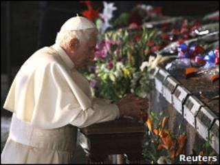 教宗訪問納粹屠殺地