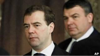 президент Медведев и министр обороны Сердюков