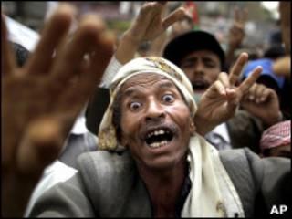 Manifestante contra o governo em Sanaa (Foto: AP)