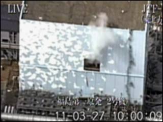 Fumaça sai do reator de número 2 da usina de Fukushima Daiichi