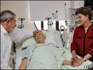 Lula e Dilma Roussef visitam José Alencar em dezembro de 2010