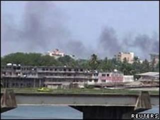 Fumaça na capital da Costa do Marfim/Reuters