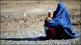 Женщина с ребенком в Афганистане