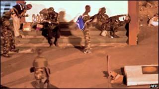 القوات الموالية لوتارا في شوارع ابيدجان