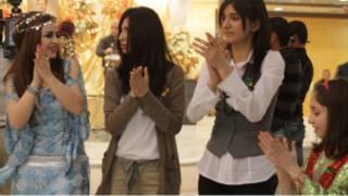 فتيات كردية يحتفلن بعيد النوروز