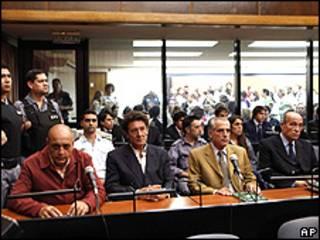 Da esq. para a dir.: Raul Guglielminetti, Honorio Ruiz, Eduardo Ruffo e o ex-militar Eduardo Cabanilla (AP)