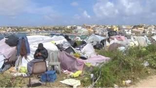 Лагерь беженцев на острове Лампедуза
