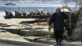 Спасатели на берегу моря