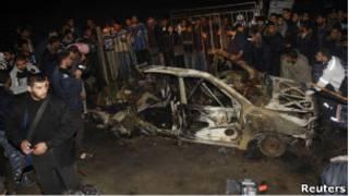 بقايا السيارة التي تعرضت للغارة الاسرائيلية