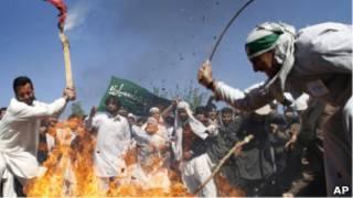 عکس آرشیوی از تظاهرات ضدآمریکایی در جلال آباد