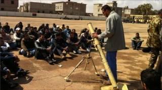 Tập huấn cho tân binh ở Bengazhi