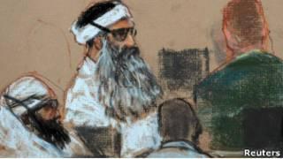 Халид Шейх Мохаммед (в центре) на предварительных слушаниях