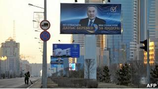 Рекламный плакат Назарбаева в Астане