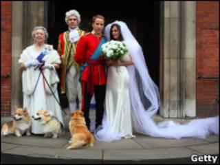 替身演員在倫敦市中心演示結婚